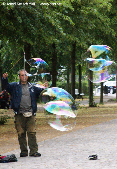 Summer living: soap bubble artist, Berlin