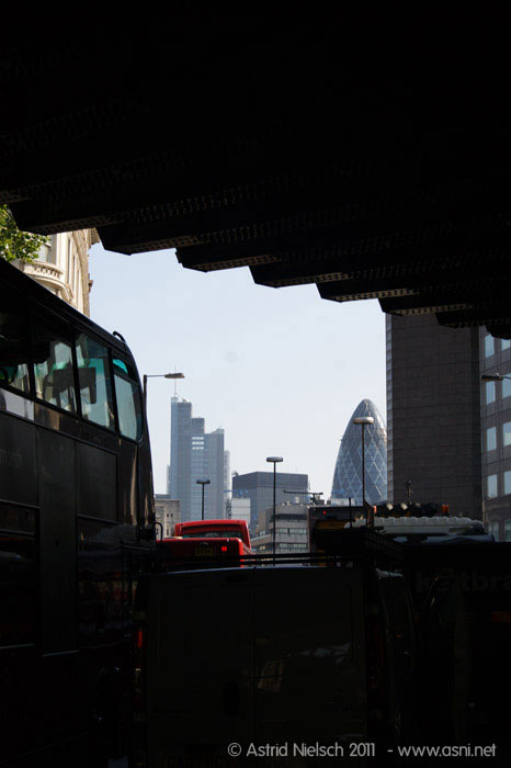 street life, London Bridge