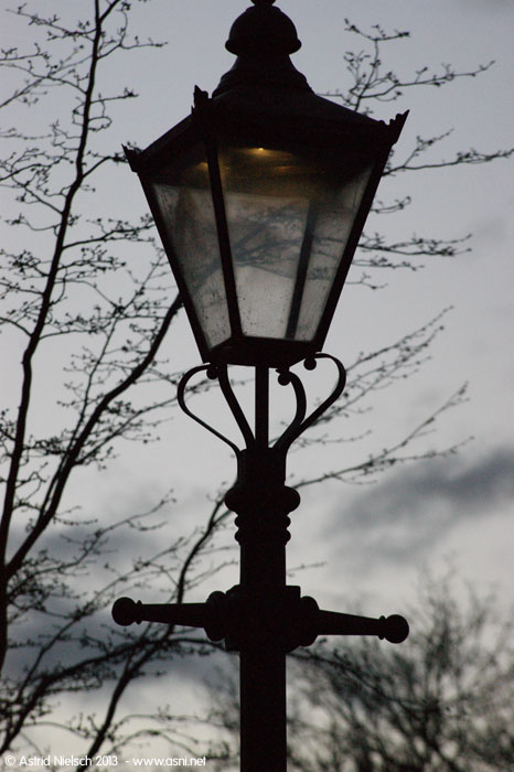 The lighting of the gas lamp